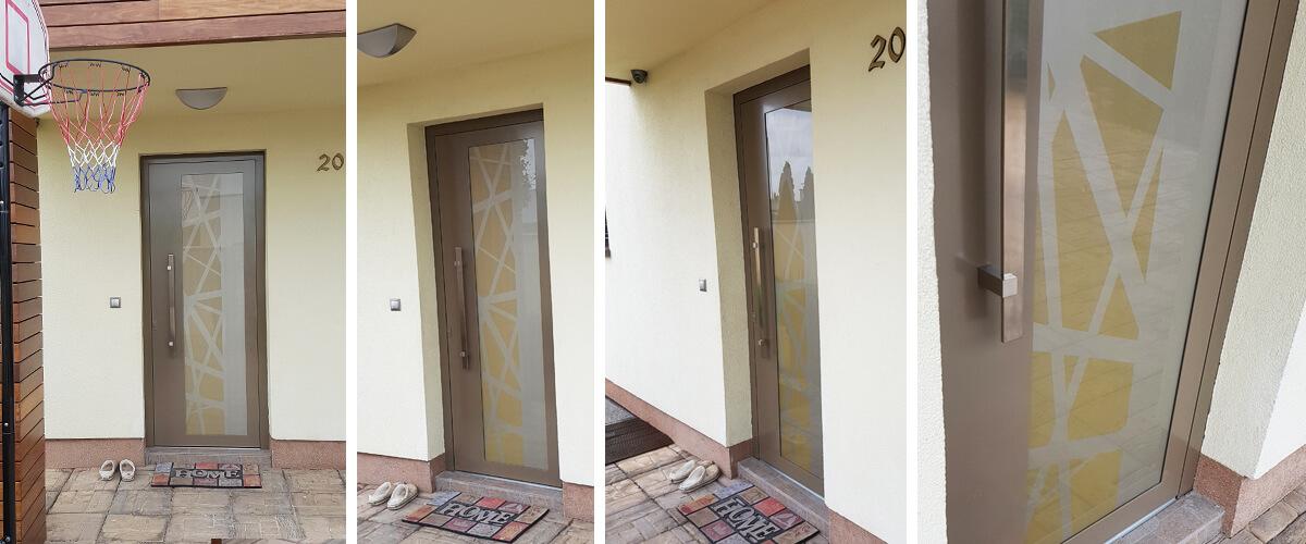 Hliníkové dvere EV-978 v perleťovej béžovej a zlatej farbe