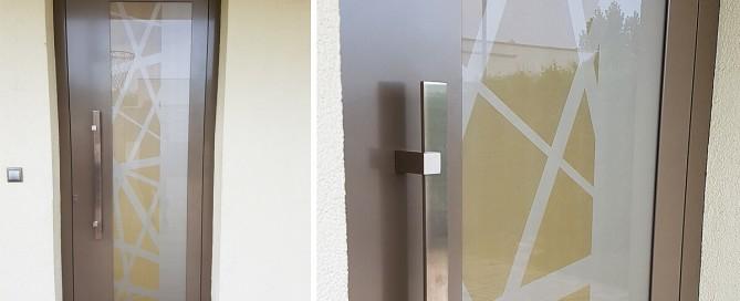 Vchodové hliníkové dvere Evolution v béžovej farbe